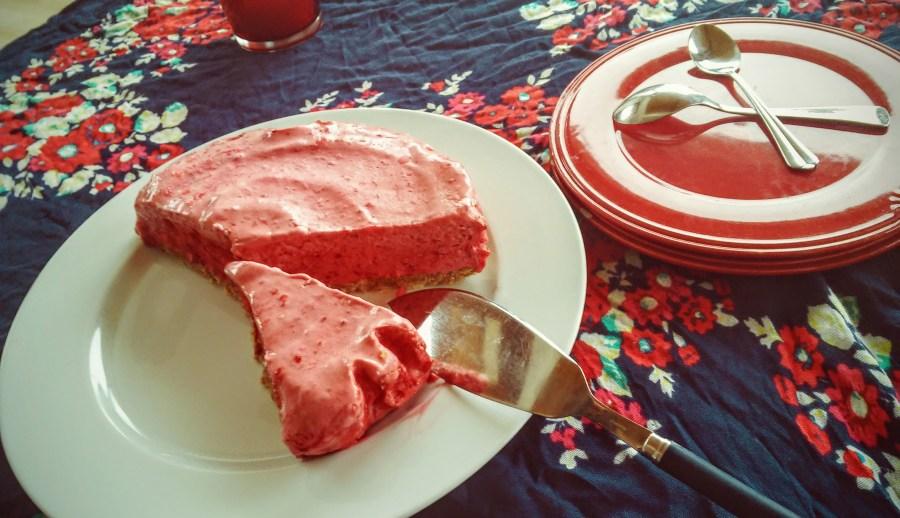 gros gâteau glacé à la framboise