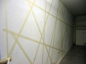 Decorare una parete con il colore e la geometria