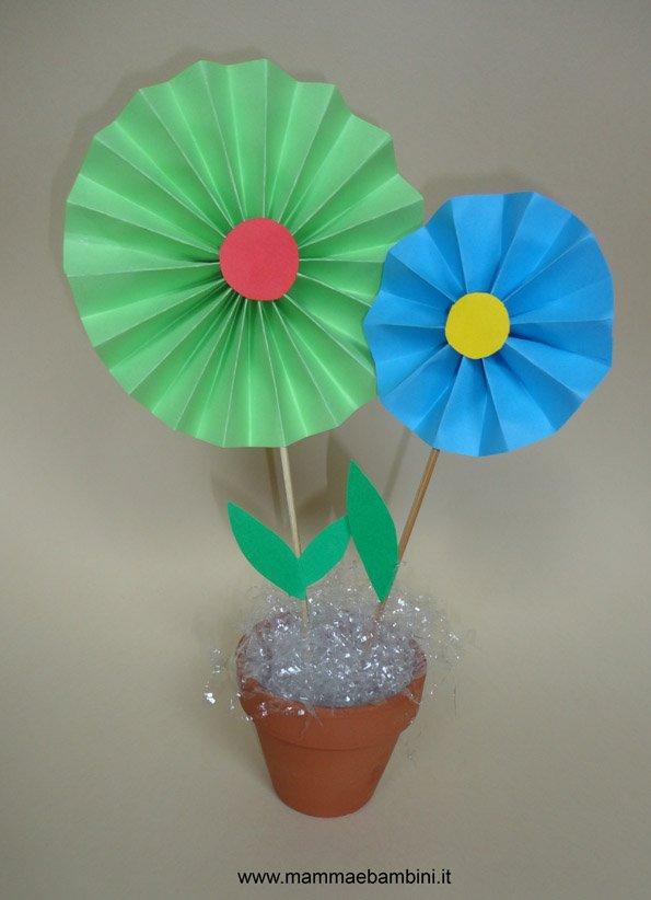 Lavoretto con i fiori di carta  Mamma e Bambini