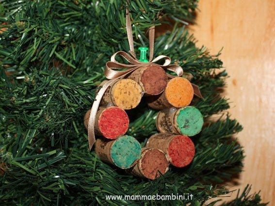 Addobbi natalizi con tappi di sughero/riciclo creativo con tappi di sughero/albero di natale con addobbi nataliziciao amici,eccomi. Come Addobbare L Albero Di Natale Mamma E Bambini