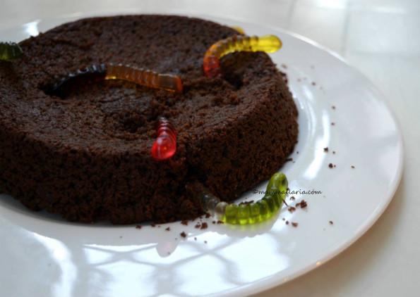 torta di Halloween con i vermetti