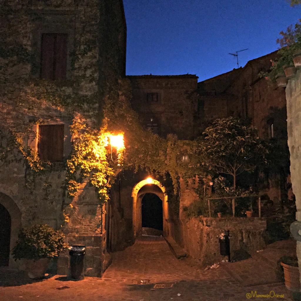 La bellezza di Civita di Bagnoregio e un posto speciale dove dormire  Mamma in Oriente