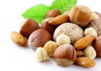 frutta secca 300x212 - Frutta secca in gravidanza: quale mangiare e benefici