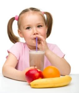 bimba succo frutta 254x300 - Succhi di frutta vietati ai bambini piccoli