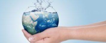 risparmiare acqua shu 167145041 986x400 1 300x122 - Non sprecare l'acqua: come insegnarlo ai bambini