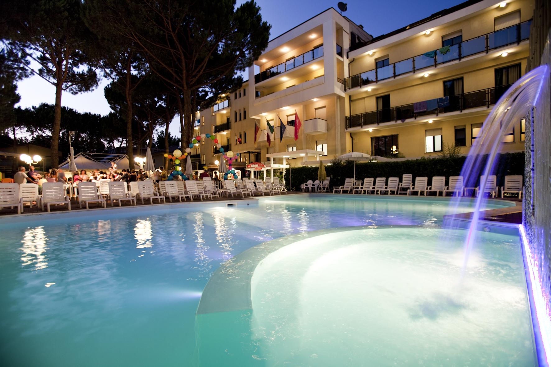 piscina riscaldata hotel club family