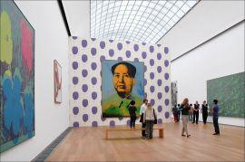 La-sala-Andy-Warhol-allHamburger-Bahnhof-di-Berlino-con-uno-dei-suoi-tanti-lavori-sul-Presidente-Mao