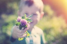 insegnare gentilezza e buone maniere bambini