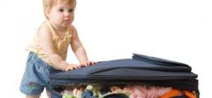 bambino e valigia