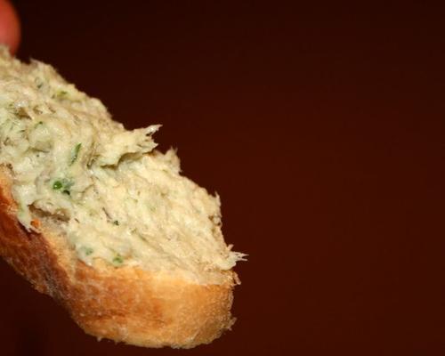 Antipasto: crema al merluzzo mantecato per crostini
