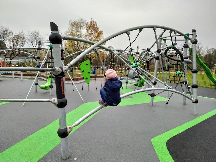 park zachodni plac zabaw