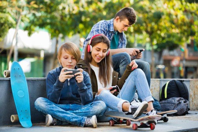 Teens-using-Facebook