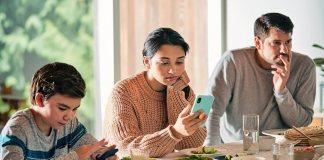 मोबाईल मुळे वाढलेल्या स्क्रीनटाइम चे दुष्परिणाम कमी कसे करता येतील?