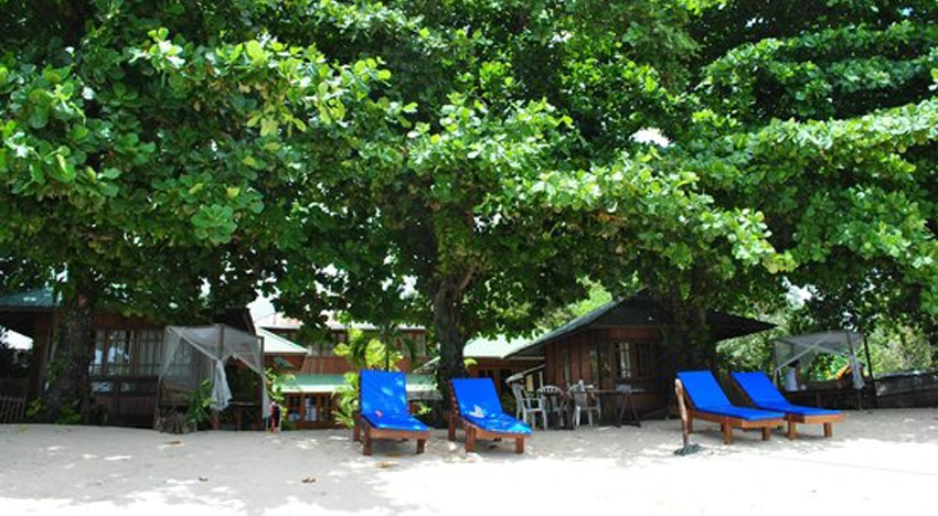 Bobocha Cottages Siladen hotel di manado bintang 2 komplit