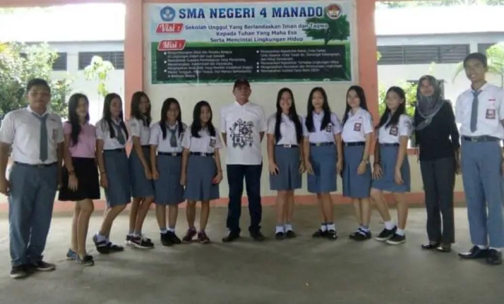 SMA Neg 4 Manado