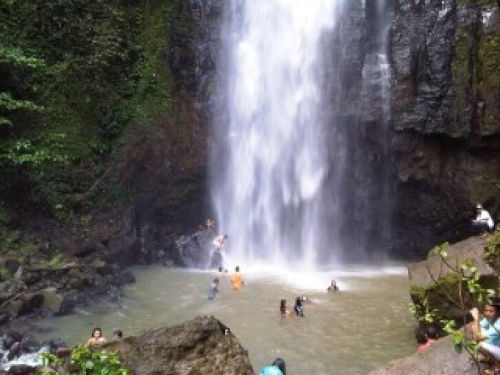 air terjun tinoor (tinoor waterfall)
