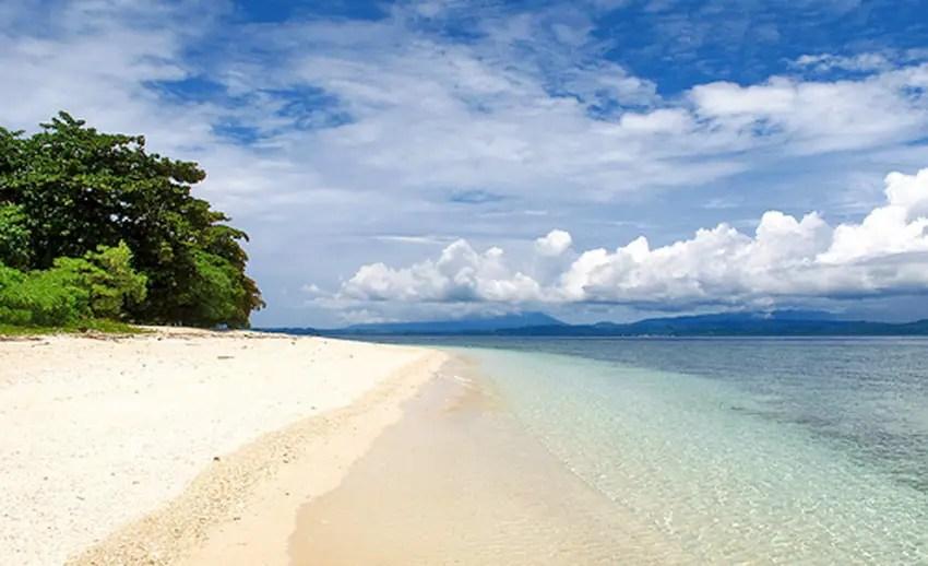 indahnya gradasi warna di pulau lihaga