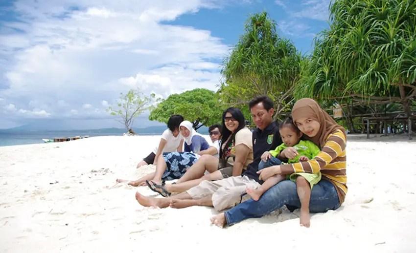liburan keluarga di pulau lihaga tak bakal terlupakan