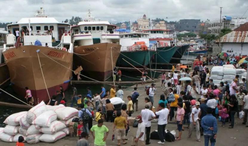 pelabuhan manado masih ramai