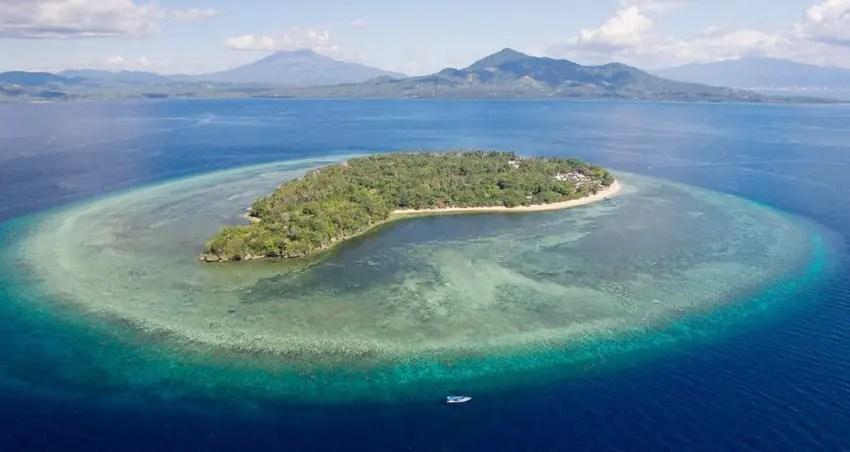 pulau siladen manado indonesia