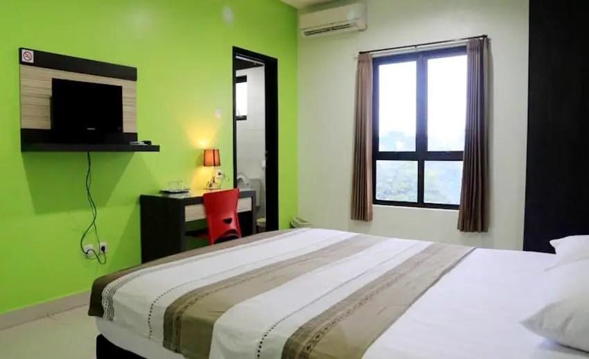 suasana kamar istanaku guesthouse manado (via pegipegi.com)