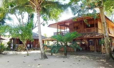 suasana penginapan di pulau siladen