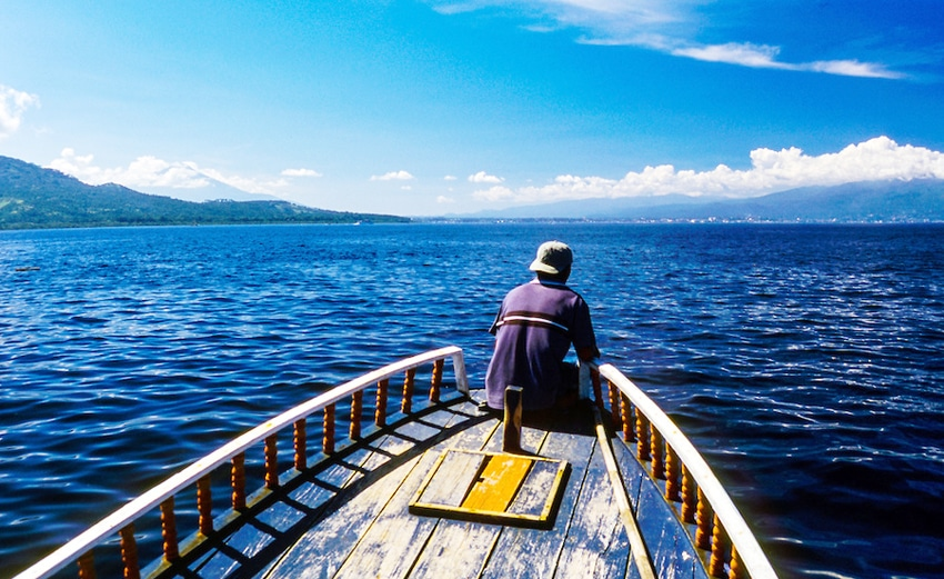 indonesia-sulawesi-bunaken-passenger-boat