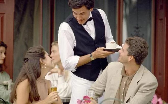 zadowolony gość restauracji