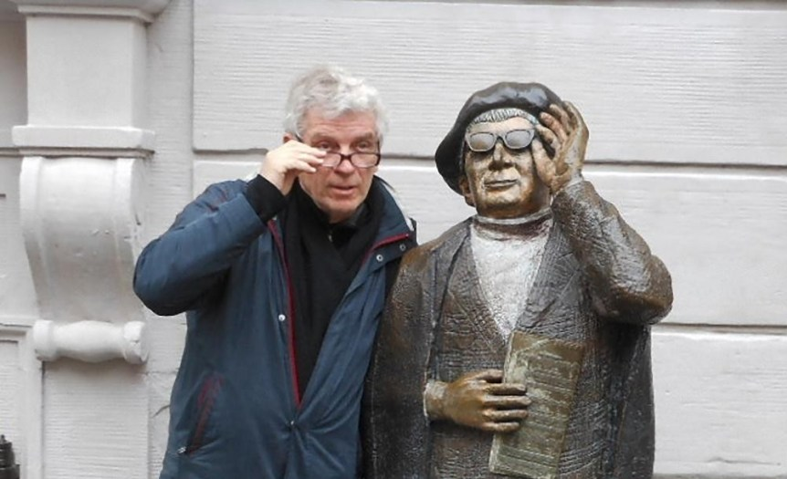 Mimicking a Statue, (c) 2012 Michael Coghlan (CC BY-SA 2.0). Via flickr.