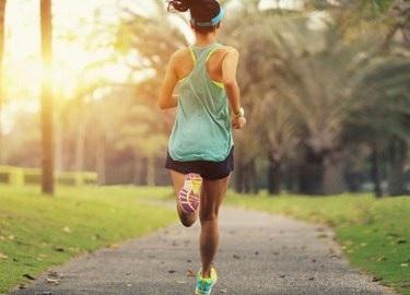 Caminar o correr es una actividad física recomendada