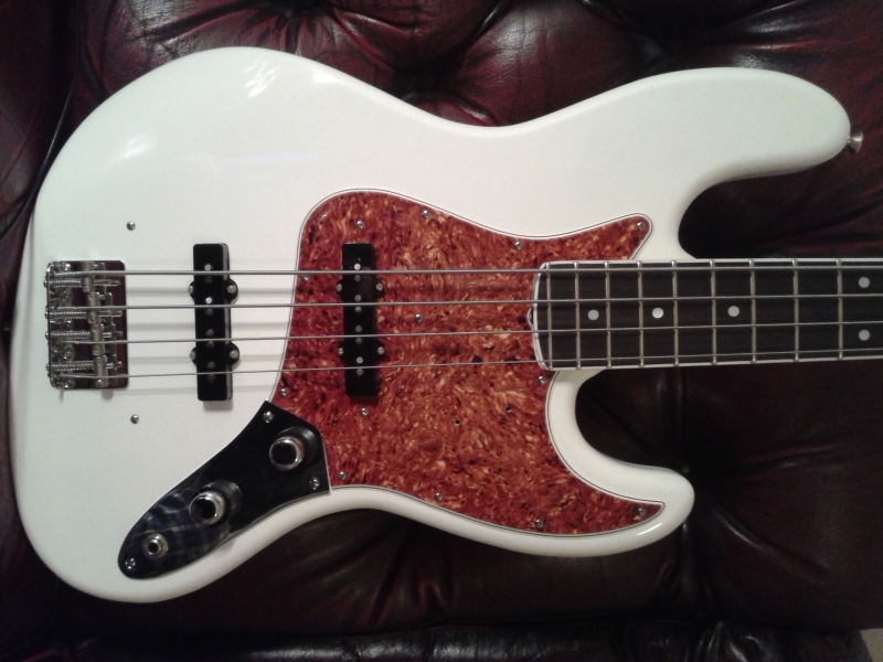 Olympic White 66/62 style Jazz Bass build