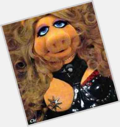 Miss Piggy Official Site For Woman Crush Wednesday Wcw
