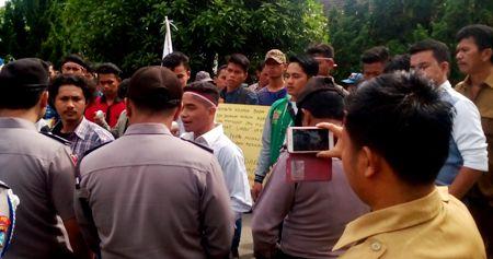 Unjukrasa di kantor Kecamatan Siabu