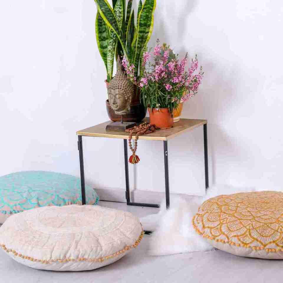 gold mandala round cushion 2