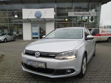 NOUVEAU +++ VW Voiture d'occasion: VW Jetta 1,4 TSI Hybrid DSG Comfortline für 19990 € +++ Les meilleures offres | Berline, 62854 km, 2013, Autres, 150 CV, Argent | 134611729 | auto.de