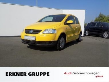 NOUVEAU +++ VW Voiture d'occasion: VW Fox 1.2 Color Climatic ZV für 6540 € +++ Les meilleures offres   Berline, 40900 km, 2009, Essence, 54 CV, Jaune   135652491   auto.de