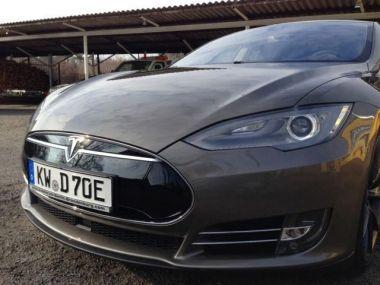 NOUVEAU +++ Tesla Voiture d'occasion: Tesla Model S 70D mtl. ab 250,-¤ für 77990 € +++ Les meilleures offres | Berline, 59400 km, 2015, Électrique, 332 CV, Argent | 136330682 | auto.de