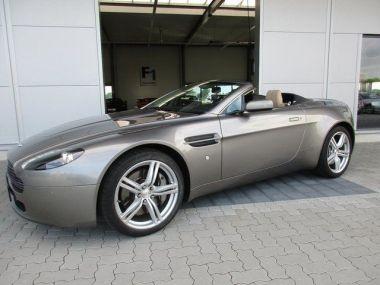 NOUVEAU +++ Aston Martin Voiture d'occasion: Aston Martin DB9 V8 Vantage Sportshift LM  Blinker weis K für 67900 € +++ Les meilleures offres | Cabriolet/Décapotable, 60000 km, 2009, Essence, 426 CV, Gris | 135906796 | auto.de