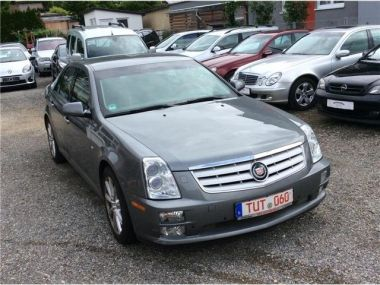 NOUVEAU +++ Cadillac Voiture d'occasion: Cadillac STS 4.6 V8 Elegance für 8999 € +++ Les meilleures offres | Berline, 152000 km, 2009, Essence, 325 CV, Gris | 135076954 | auto.de