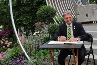 Alan Titchmarsh signing the book at the Hillier stand at RHS Chelsea 2017. Picture; Hillier