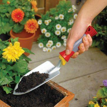 Planting trowel. Picture; WOLF Garten