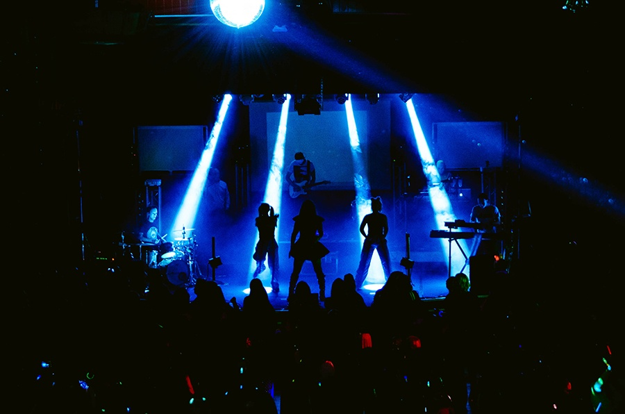 Silhouettes onstage (Photo by Solau Photography)