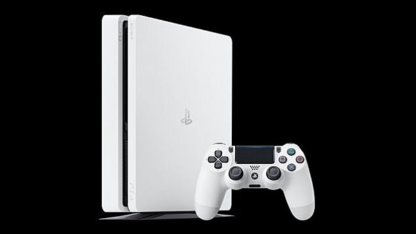 Sony presenta PS4 Glacier White, la prima in bianco