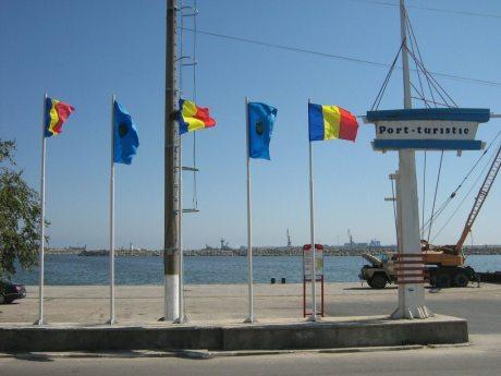 portul-turistic-mangalia-drapele