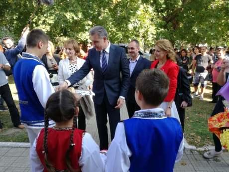 Lansare de carte în comuna Albești în prezența Altețelor Sale Regale-06