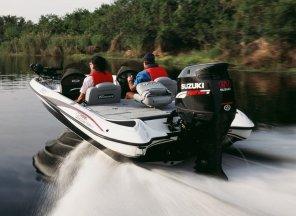 Barci cu motor.