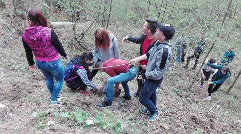 Concursul National ecOprovocarea - elevi la plantare (1)