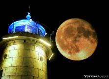 Valerian Şarînga - Mijloc de septembrie un far și o lună plină2