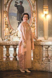 Regina Maria a României - actrita Roxana Lupu