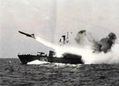 VPR 195 lansând o rachetă P-15